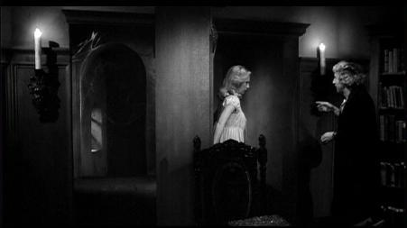 La biblioteca secreta del Doctor Frankenstein se encuentra tras esas telarañas.