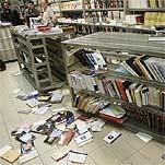 Destrozos en la librería Tres i Quatre - © José Jordán